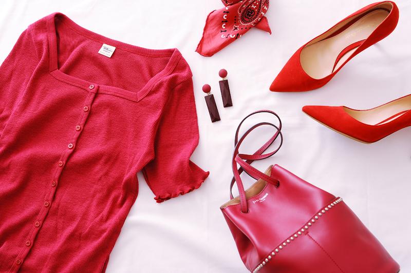 仕事に恋に!秋服に赤色プラスして魅力的な女性を演出しよう