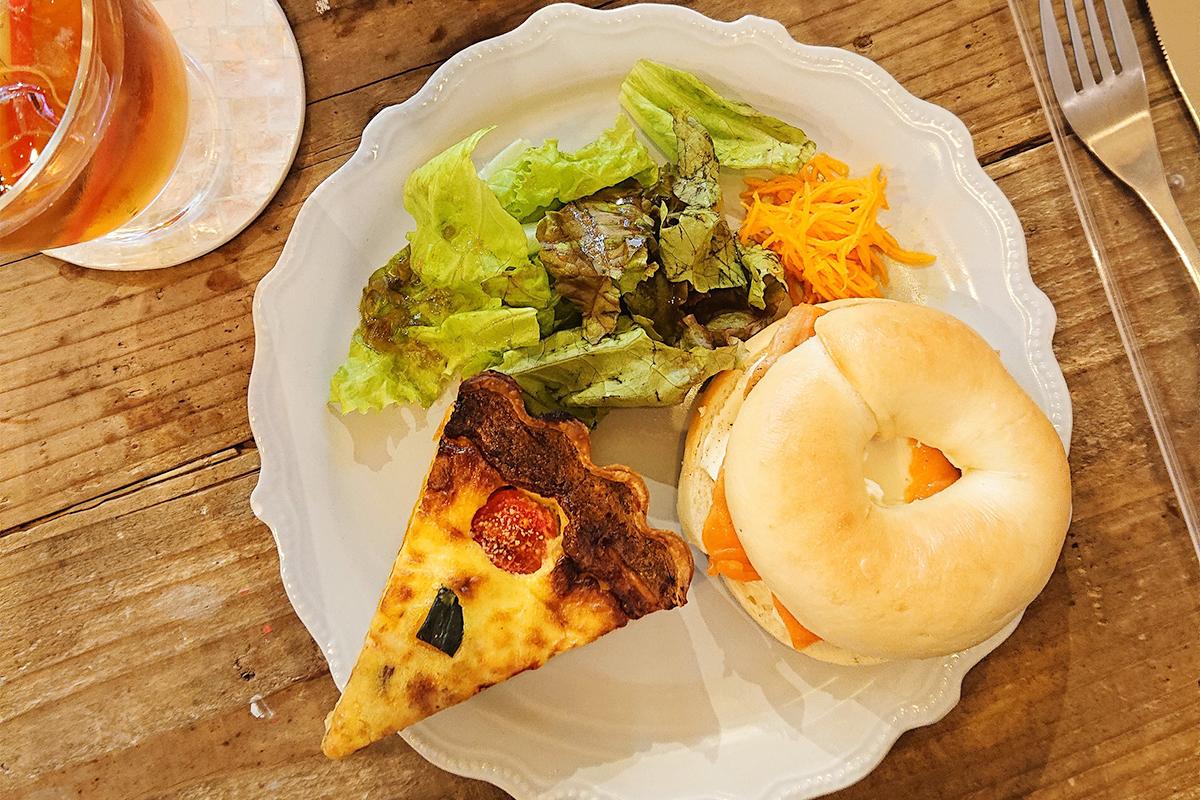 【弁天町】お店も手作り!フランス風カフェ『Mon Doux Vie』で、しっとり食感のベーグル&キッシュをいただく