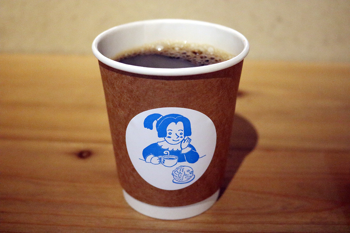 『赤い月珈琲』の「コーヒー」(320円)