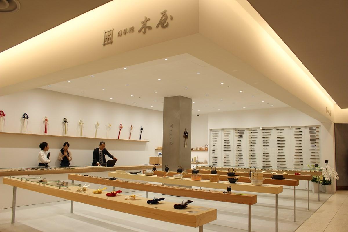 創業1792年。包丁、爪切りといった刃物から台所の道具を中心に取り揃える『日本橋木屋』