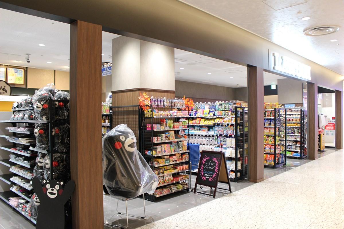 百貨店としては珍しく、フロア内にコンビニエンスストア『LAWSON』も
