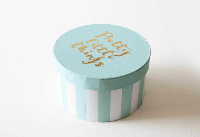 ダイソーの筒型紙箱