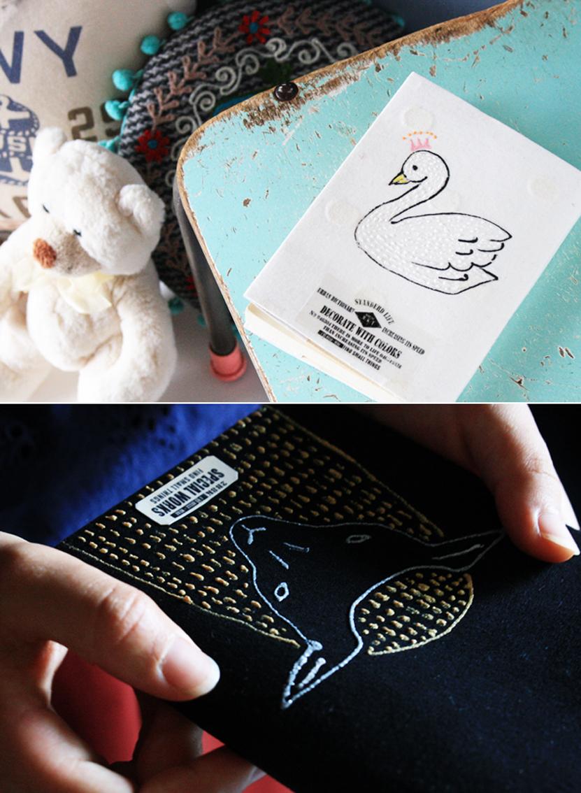 動物の刺繍風ブックカバー