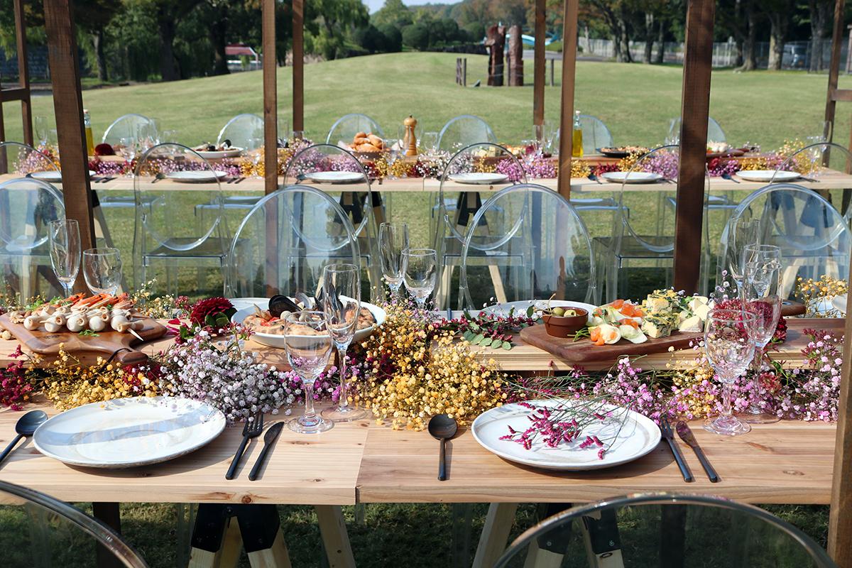 テーブルのイメージ。装花やテーブルセッティングは、ウエディングの会社が担当