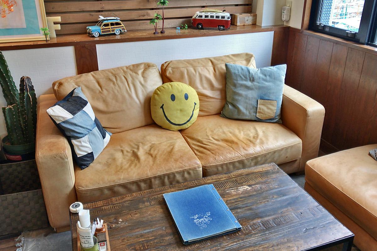 MonkyPodの1階のソファ席