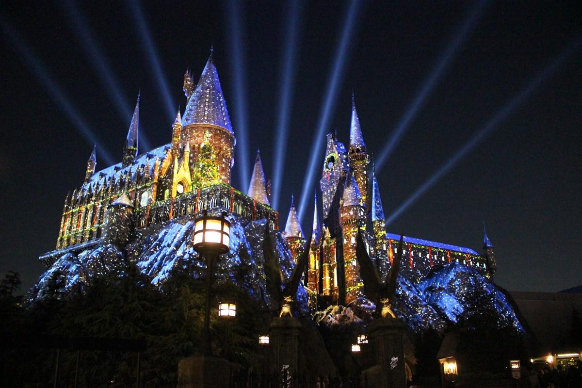 「ウィザーディング・ワールド・オブ・ハリーポッター」5周年のラストを飾る!「ホグワーツ・マジカル・ナイト ~ウインター・マジック~」、1/13(月)迄開催