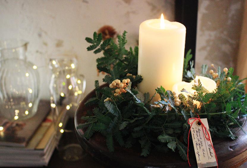クリスマスDIYのキャンドルとリース