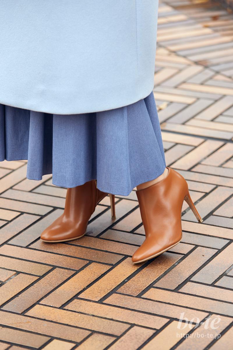 寒い季節はロング丈のスカートがブーティと好相性