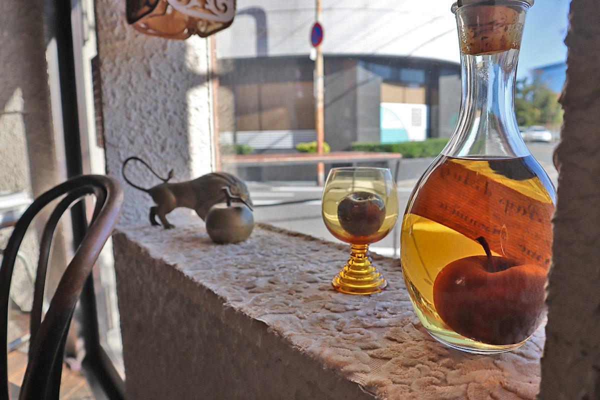 【天満橋】ヨーロピアンな隠れ家バール『calvados』でリンゴが丸ごと入ったお酒を堪能
