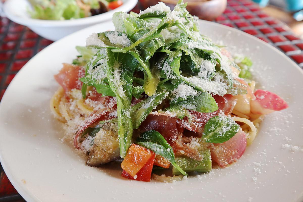 生ハムと旬野菜 トマトとチーズのスパゲティパスタ