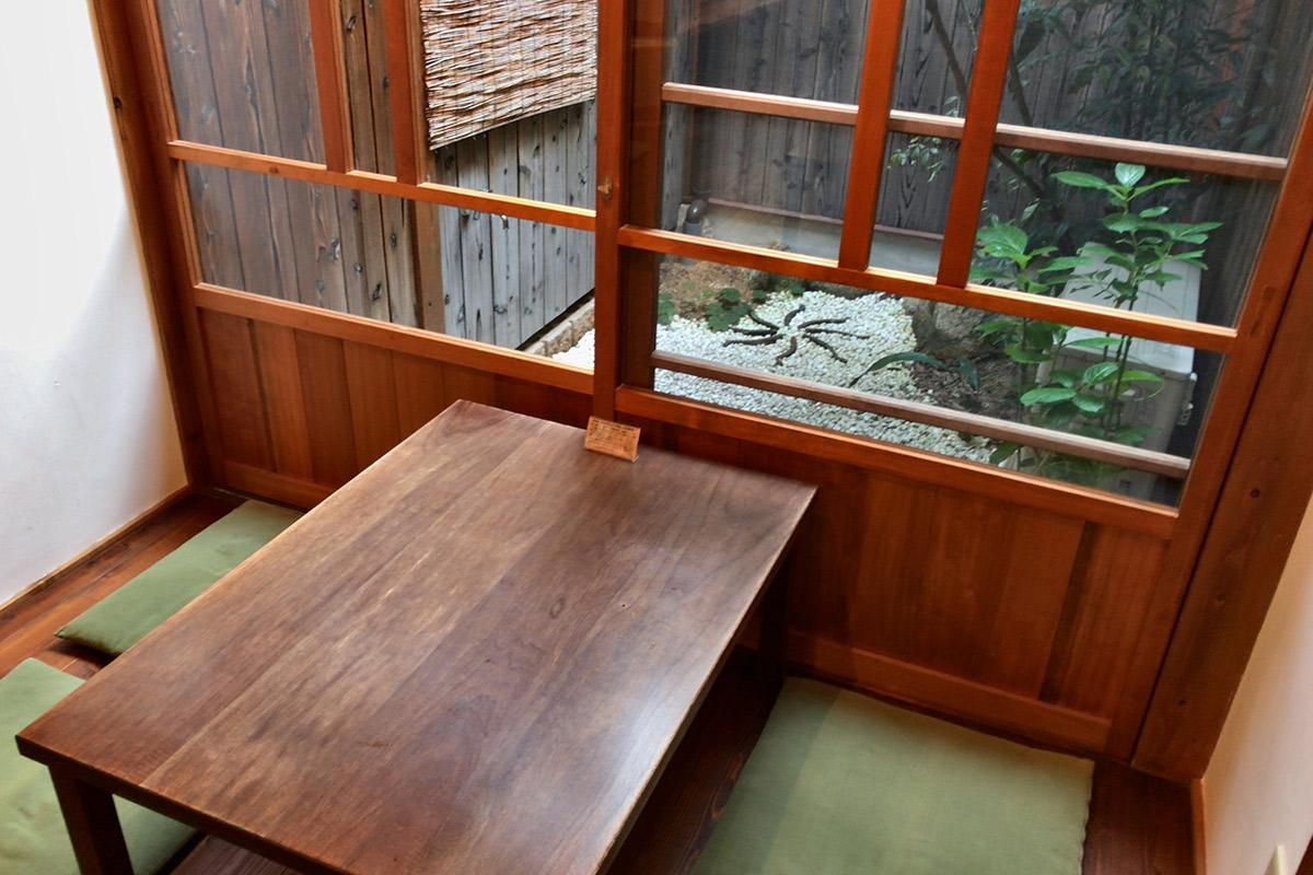 景色を楽しめるテーブル席