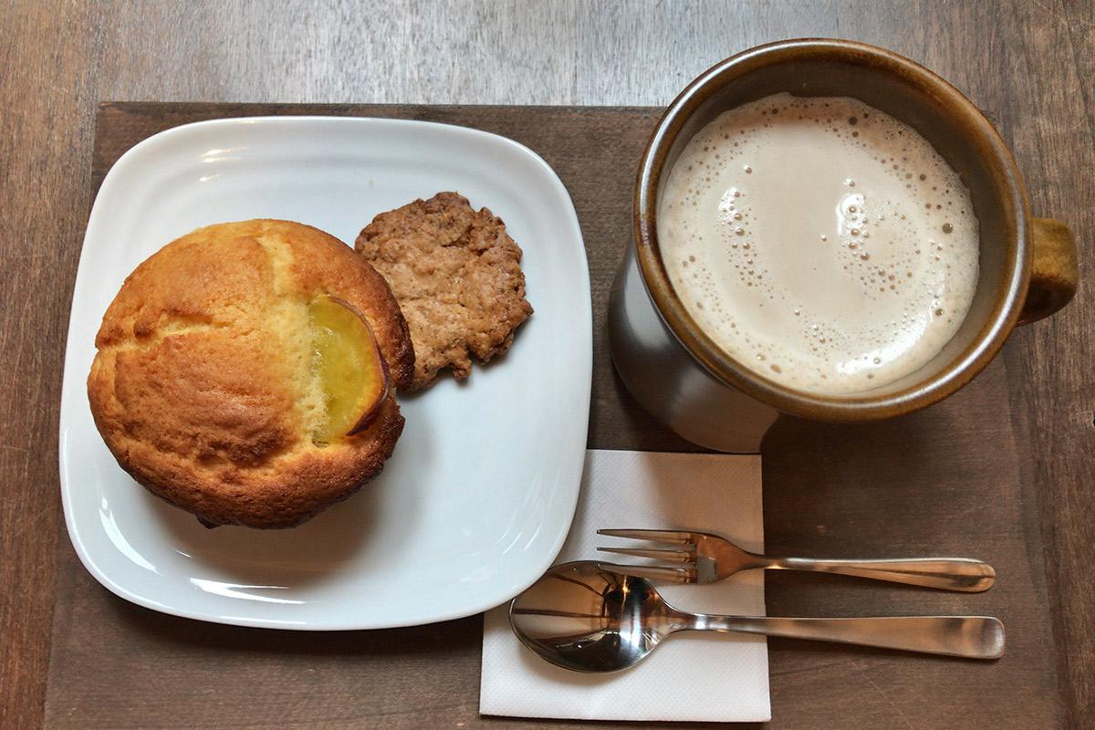 【阿倍野】長屋を改装したカフェ『月ノ輪』で、ふわふわマフィンをいただく