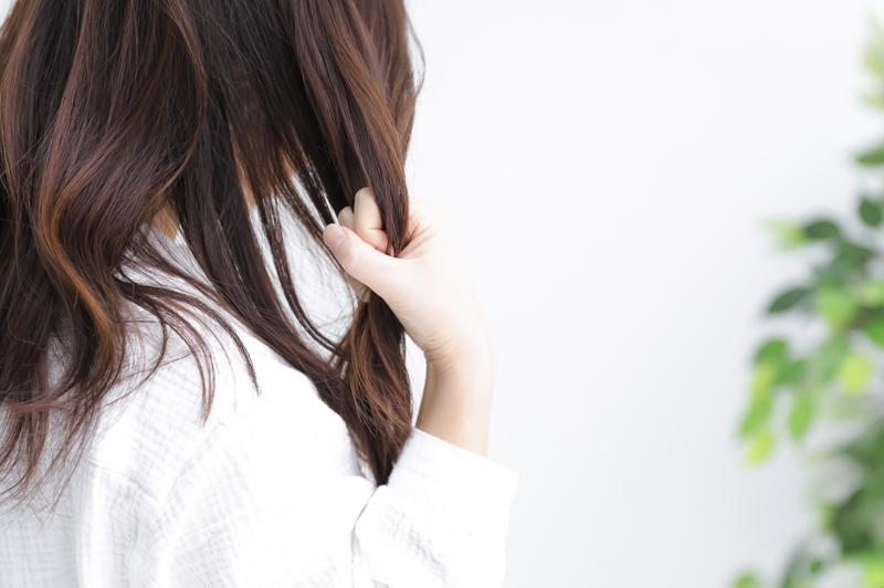 髪の毛を早く伸ばす方法は?美髪を意識して憧れのロングヘアーに近づこう