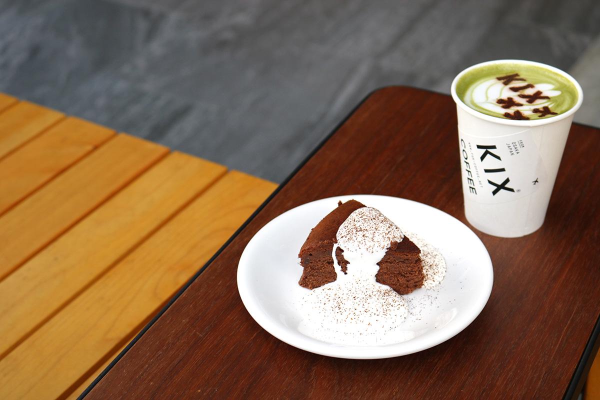 【中崎町】飛行機ラテで気軽に旅気分!『OSA COFFEE(旧KIX COFFEE)』