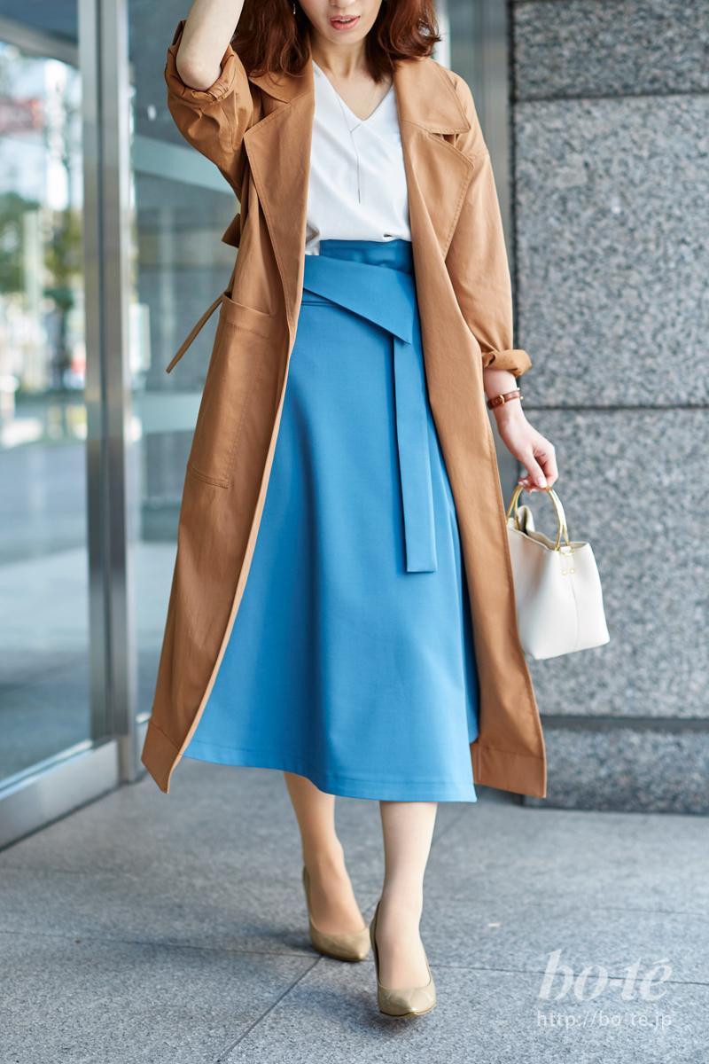 メリハリ美人!パキッと明るいカラーのスカートを投入
