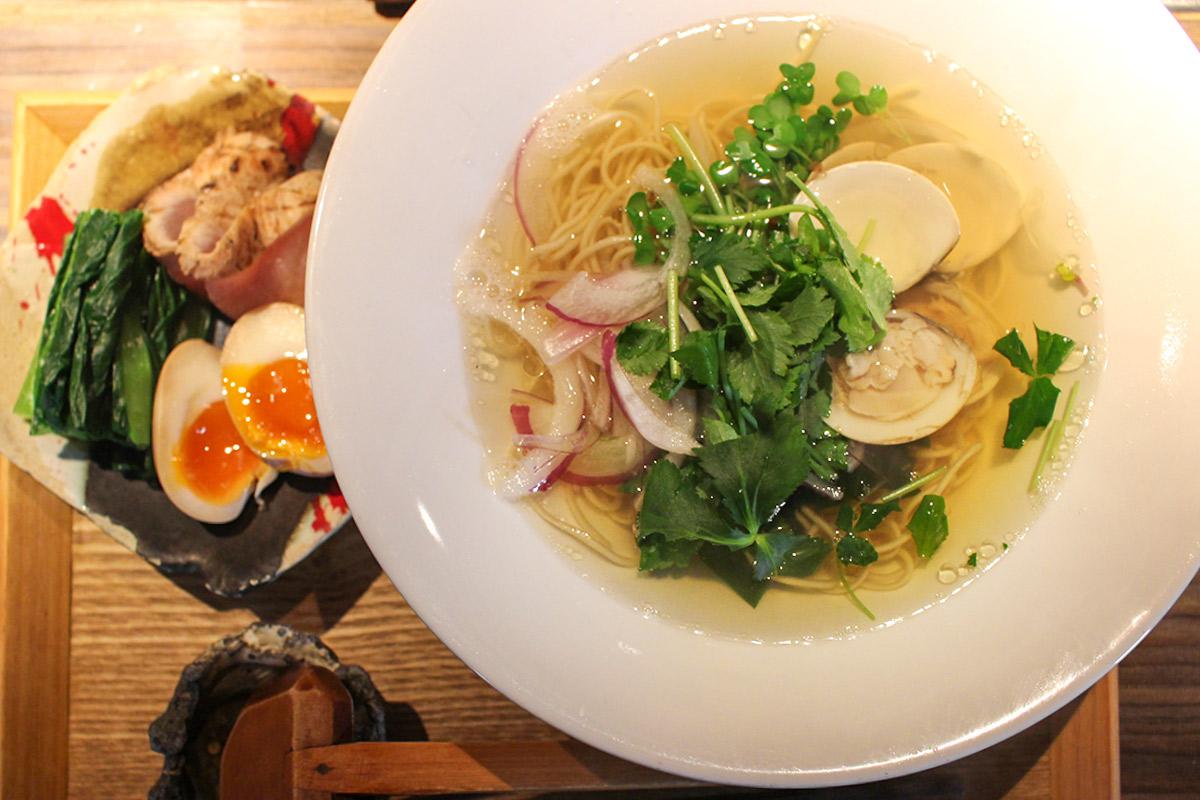 【心斎橋】貝料理専門店『ゑぽっく』で貝の旨味が凝縮された「貝そば」をいただく