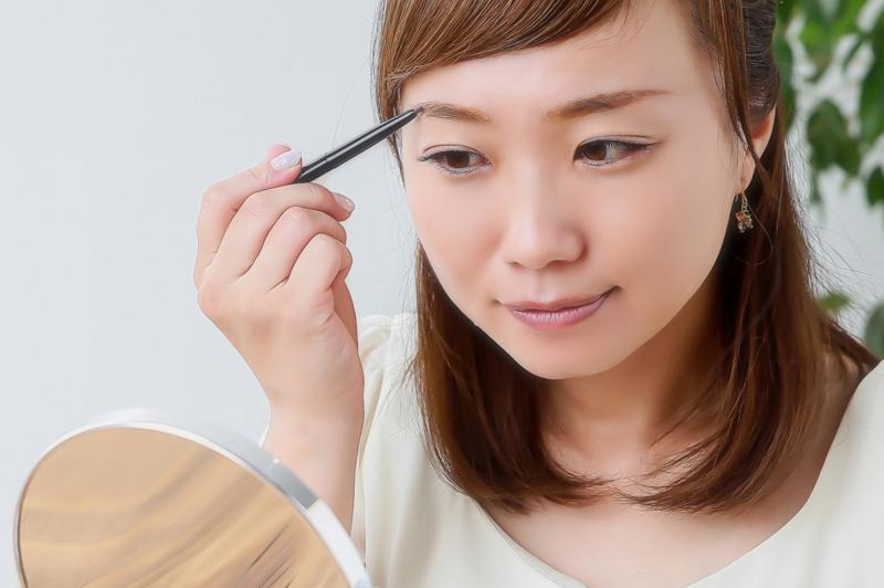 眉毛の書き方で印象が変わる!美しい眉毛のカット方法&書き方