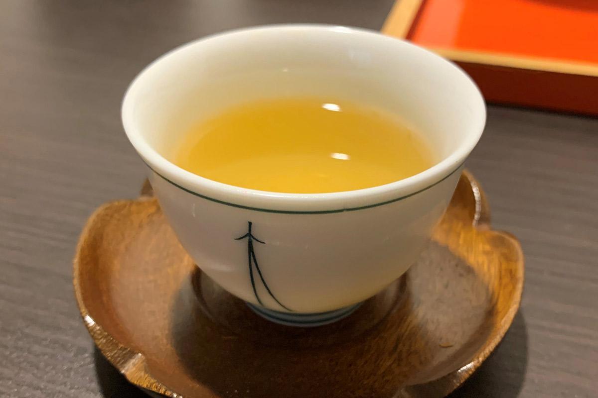 ジャスミンティー色の日本茶