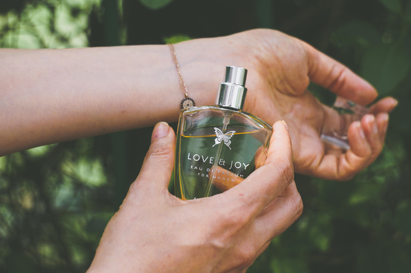 つける 場所 香水