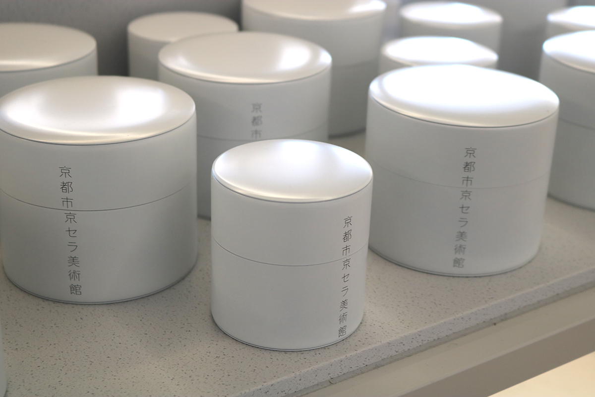 「茶筒」(大・1,800円、小・1,200円)