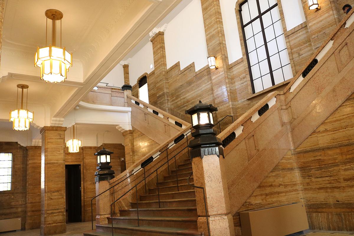 1階中央ホール