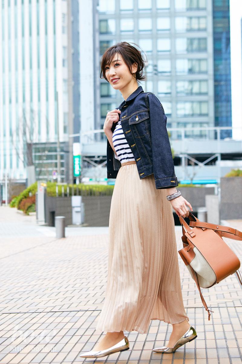 甘いピンク色スカートにピリリと添えるメタリック