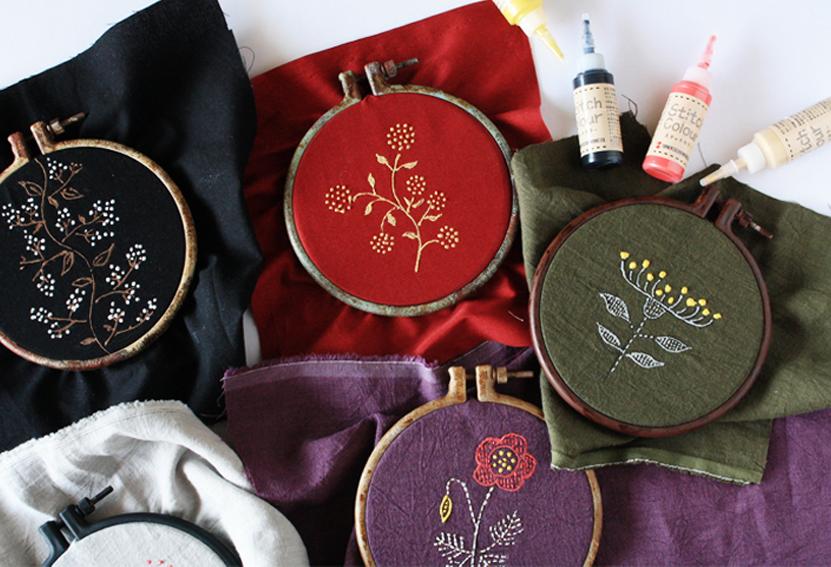 【DIY連載】「ステッチカラー」を使って刺繍風ファブリックパネルを作ろう!
