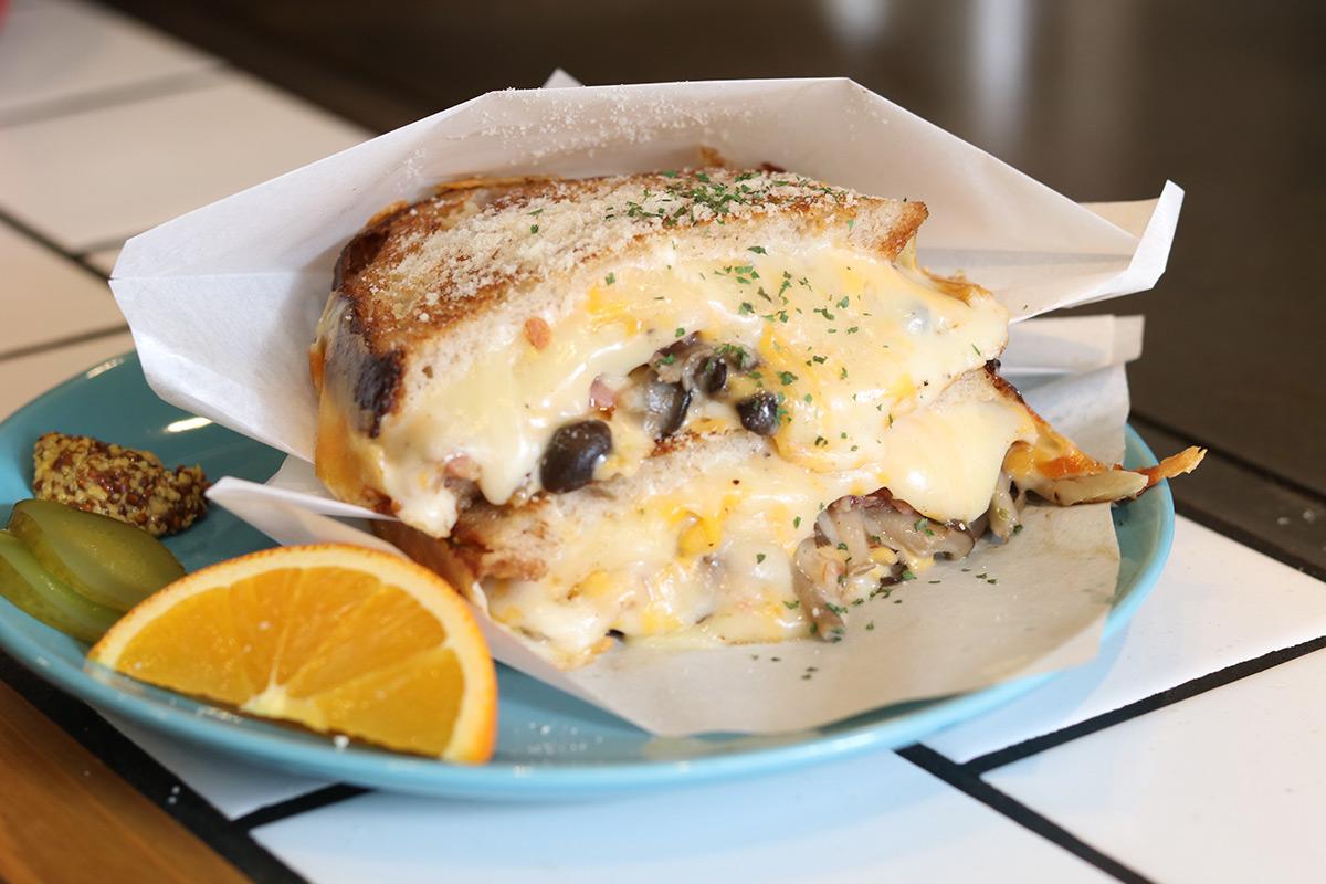 【南堀江】ホットサンドイッチ専門店『Hi!SandWich』で溢れ出るチーズにまみれる