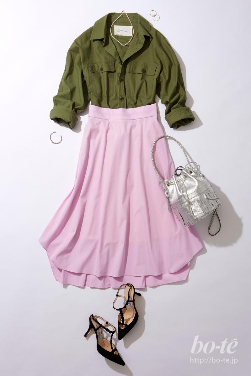 ラベンダーピンクのカラースカートコーデ