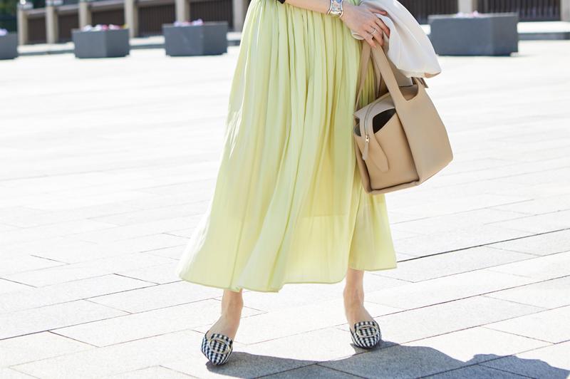 明るい「カラースカート」コーデで春の気分をアップさせよう!
