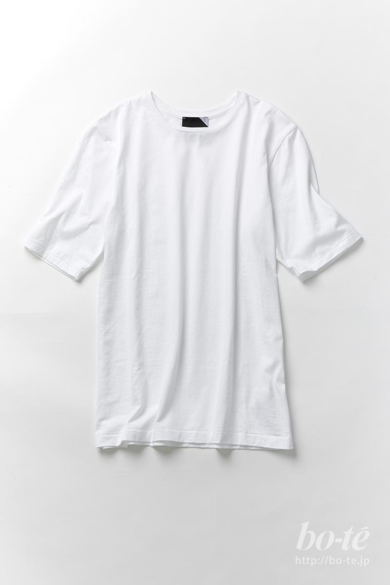 なぜオフィスカジュアルに《Tシャツ》?