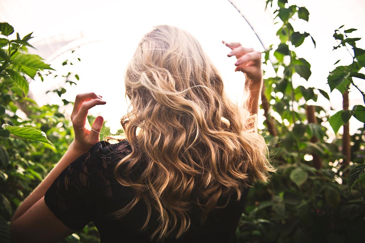 頑固なくせ毛と上手に付き合うなら。体験談も含めたヘアケアのアイデア4つ
