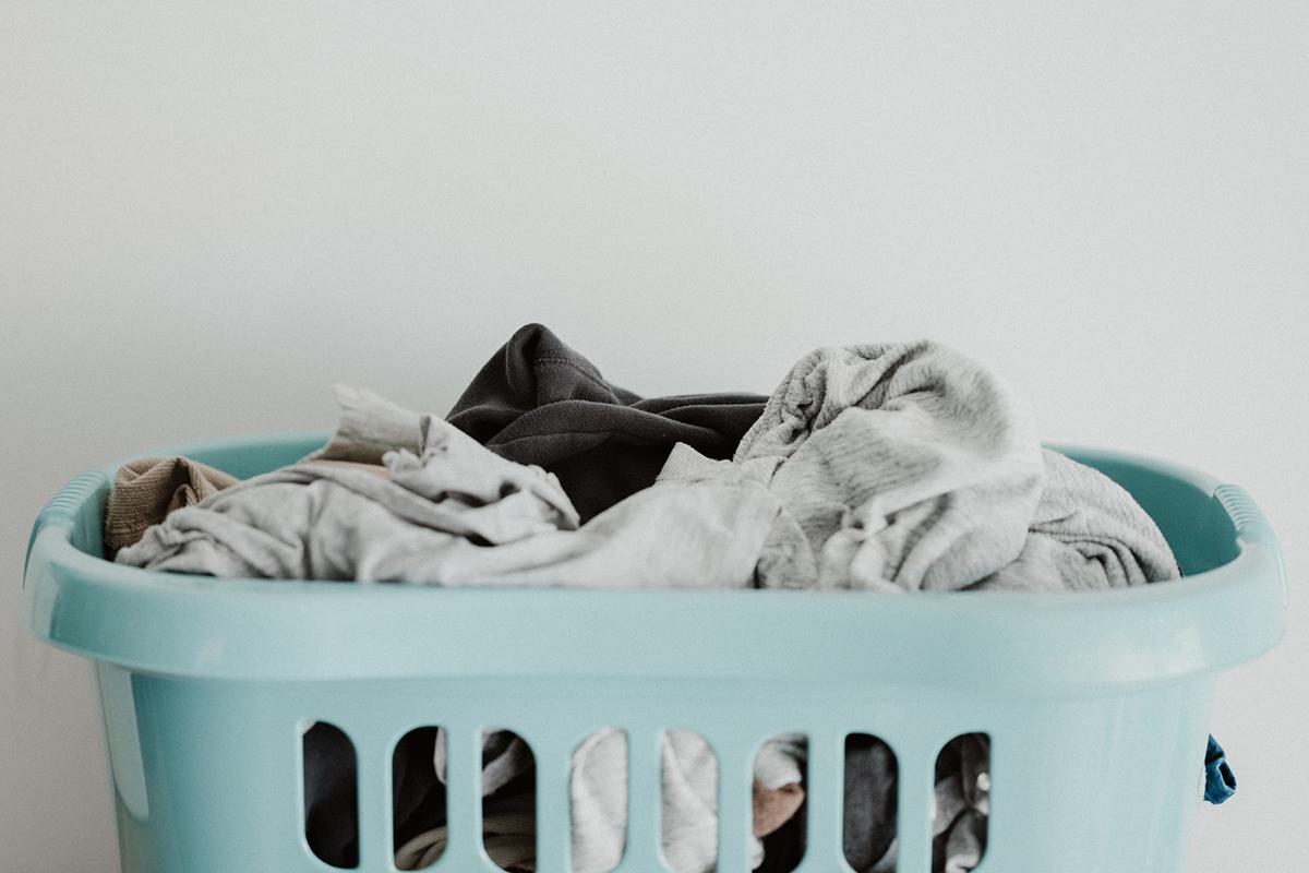 梅雨時期のジメジメでも洗濯物のニオイ悩みを吹き飛ばす対策&アイデア