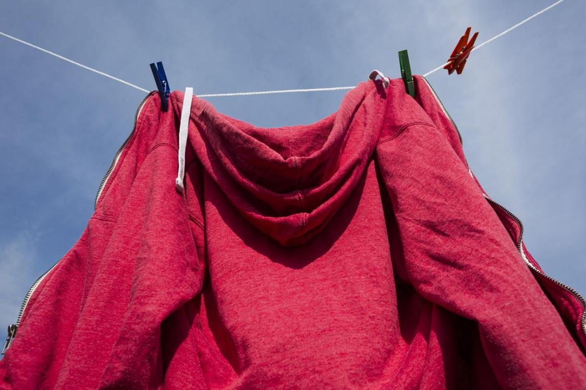 洗濯中のパーカー
