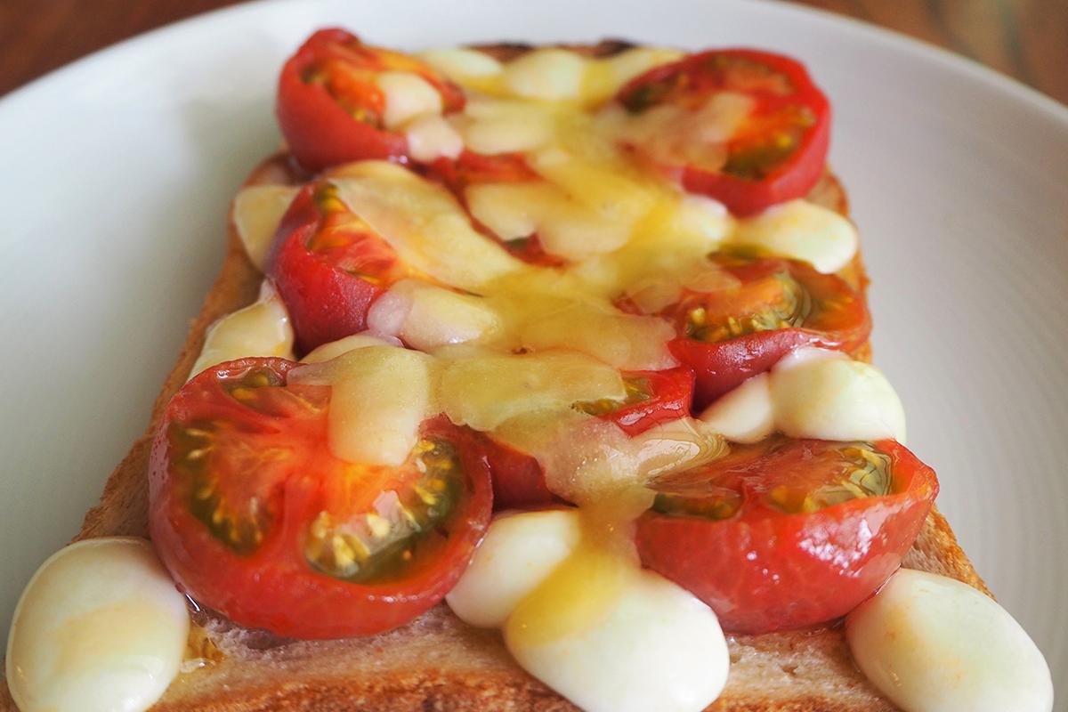 朝食にピッタリ!旬の《夏野菜》を使ったトーストアレンジレシピ3選