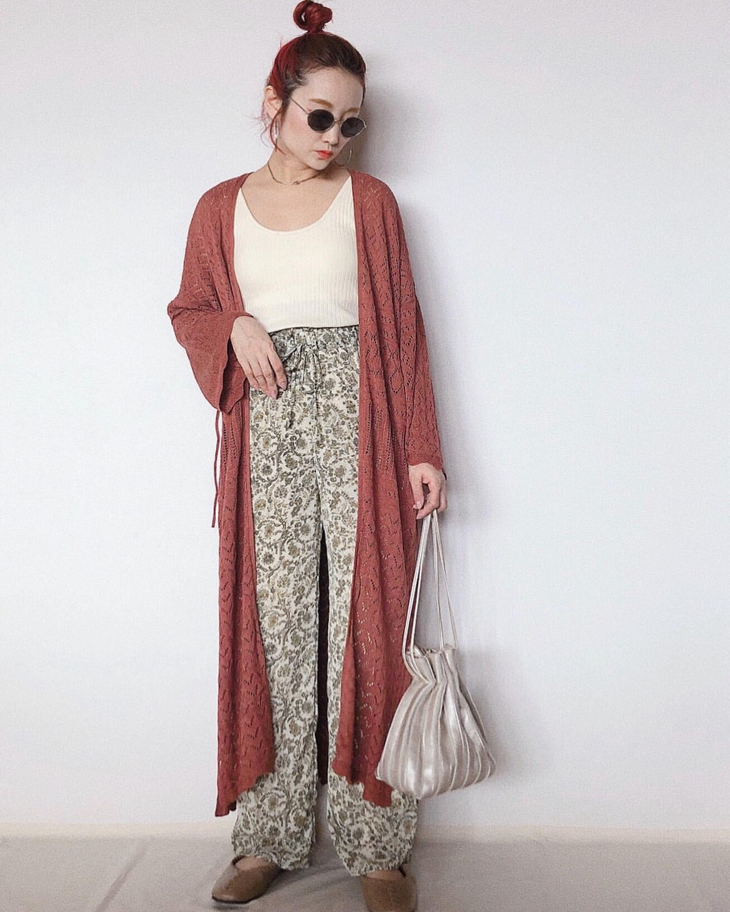 編みカーデで仕上げる華やかなリラックスコーデ