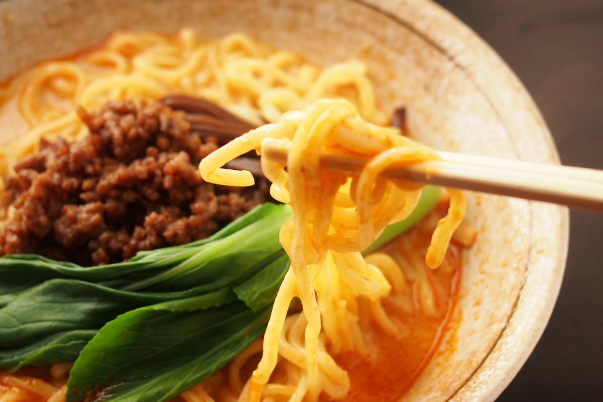 麺の箸上げ写真