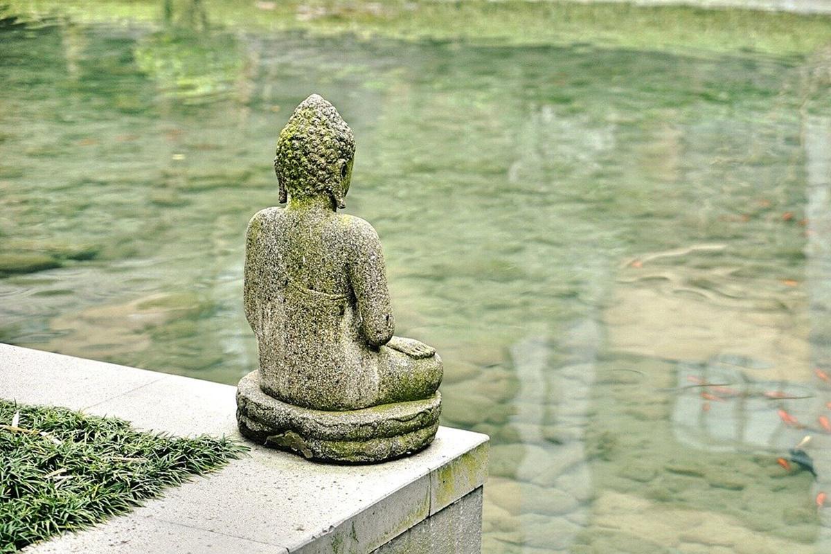 実践者が急増中!? 自分と向き合う「瞑想」は、気持ちを整え幸福度を高める効果も