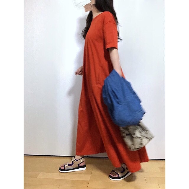 雰囲気ある一着に小物で加えるスパイス