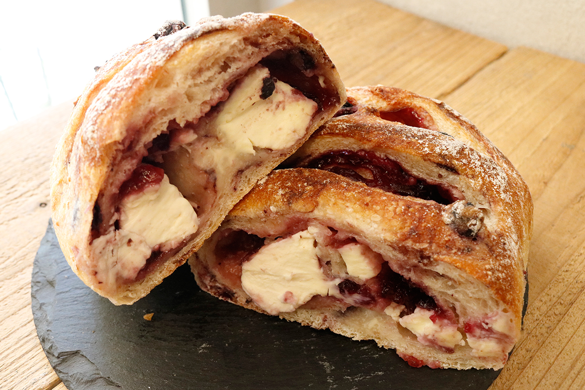 パネーナ ブルーベリージャムとクリームチーズのロデヴ