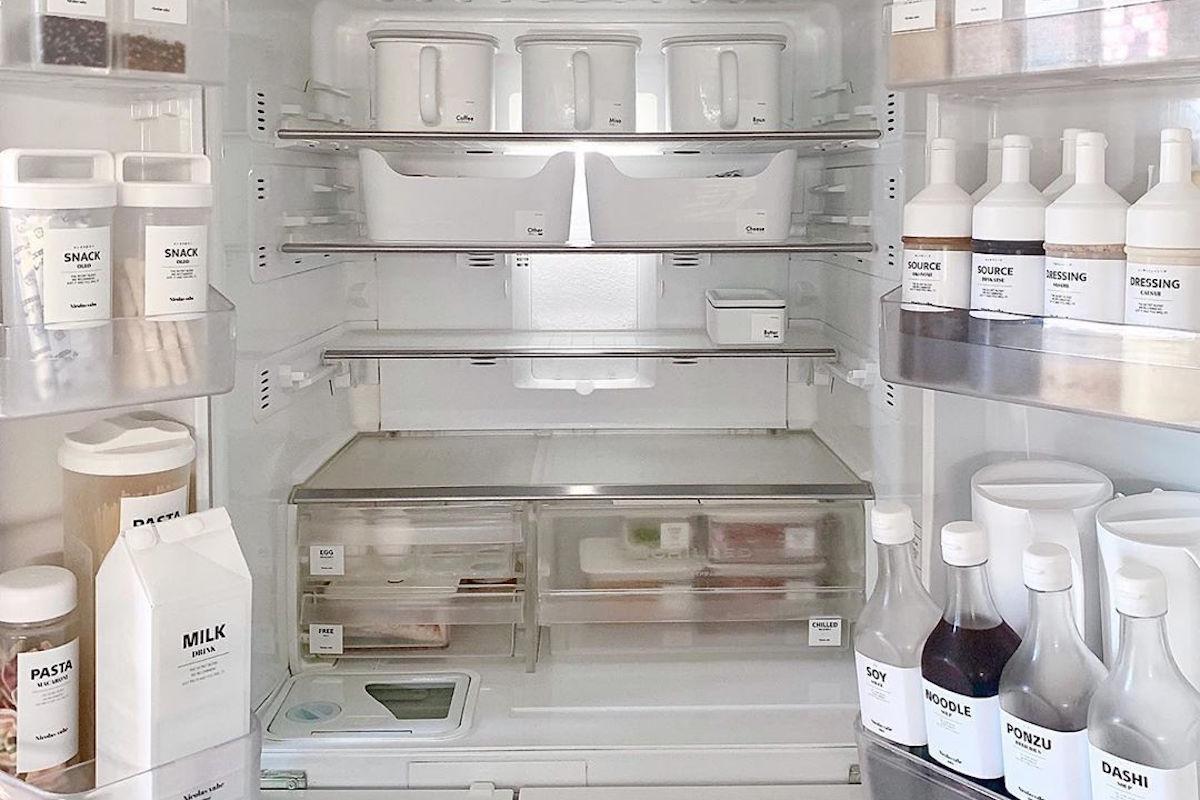 ごちゃごちゃ冷蔵庫は卒業!100均グッズを使ったスッキリ&便利な収納術