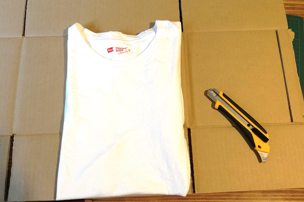 Tシャツのたたみ方 ダンボール