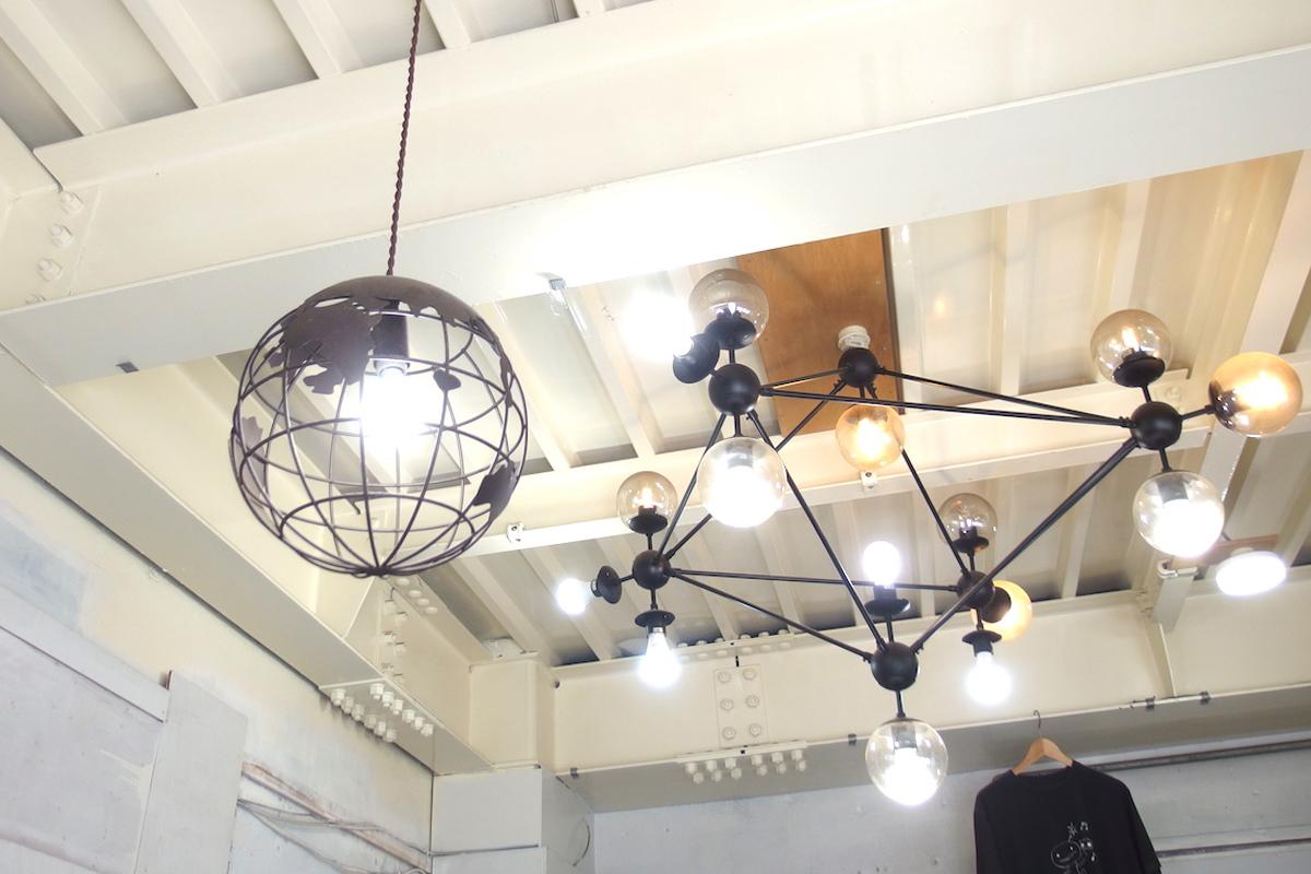 クロックワークロースターズ店内ランプ