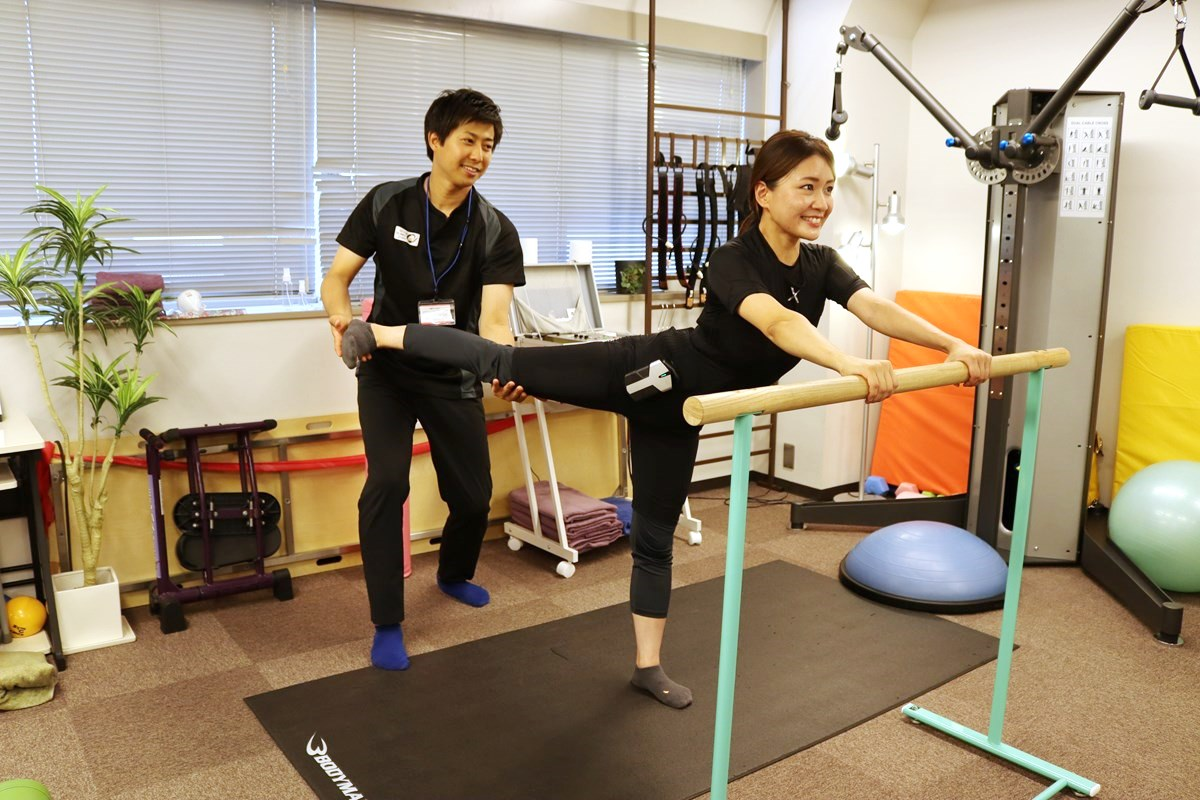 トレーニングスタジオPOUでEMSトレーニング体験、足