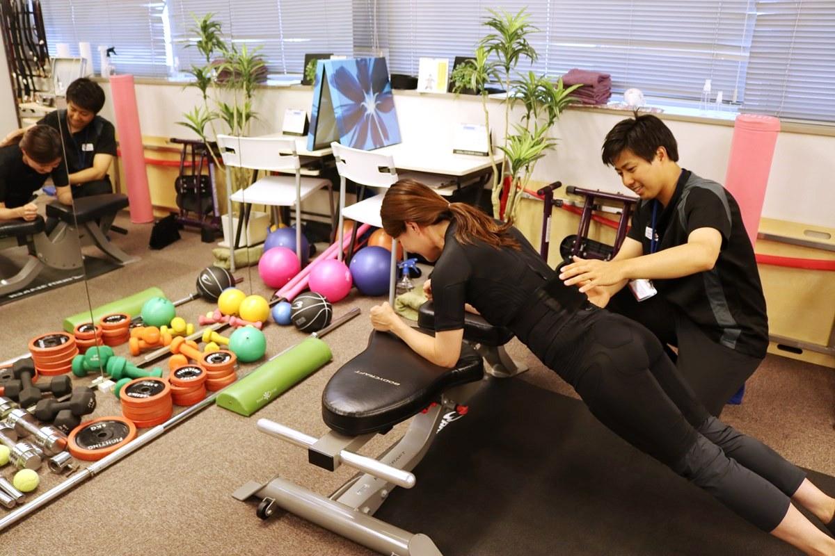 トレーニングスタジオPOUでEMSトレーニング体験、全身に効く
