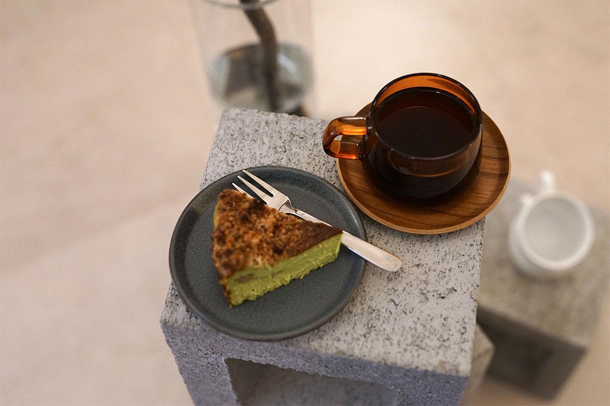 抹茶チーズケーキとコーヒー