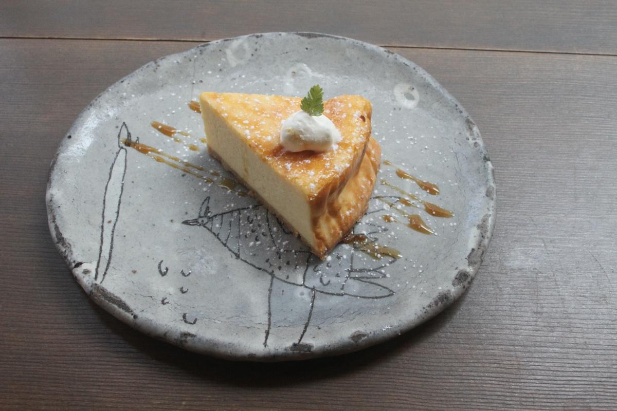 【三宮】ひとりでもゆっくりと過ごせる『カフェケシパール』で心和むチーズケーキを