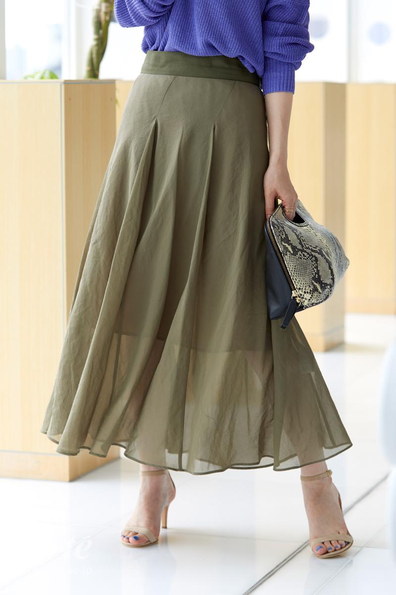 シアー素材のスカート