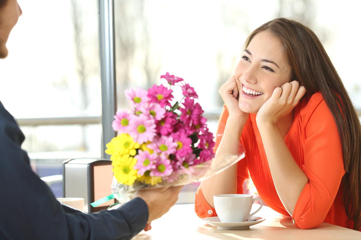 「いい女」や「助けたくなる女」を演じるのは要注意?バレる瞬間と心理学的な対策法