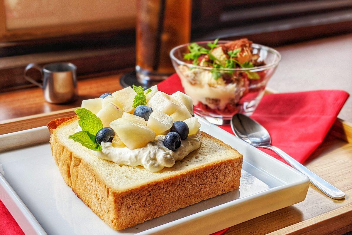 【苦楽園口】緑豊かなベーカリーカフェ『Flourish BREAD&BLAD』で味わう華やかなフル…